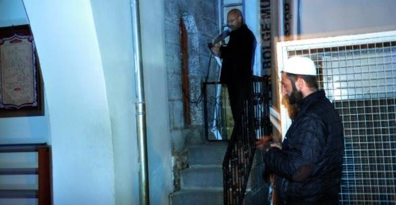 Camilerde koronavirüsün son bulması için dua edildi