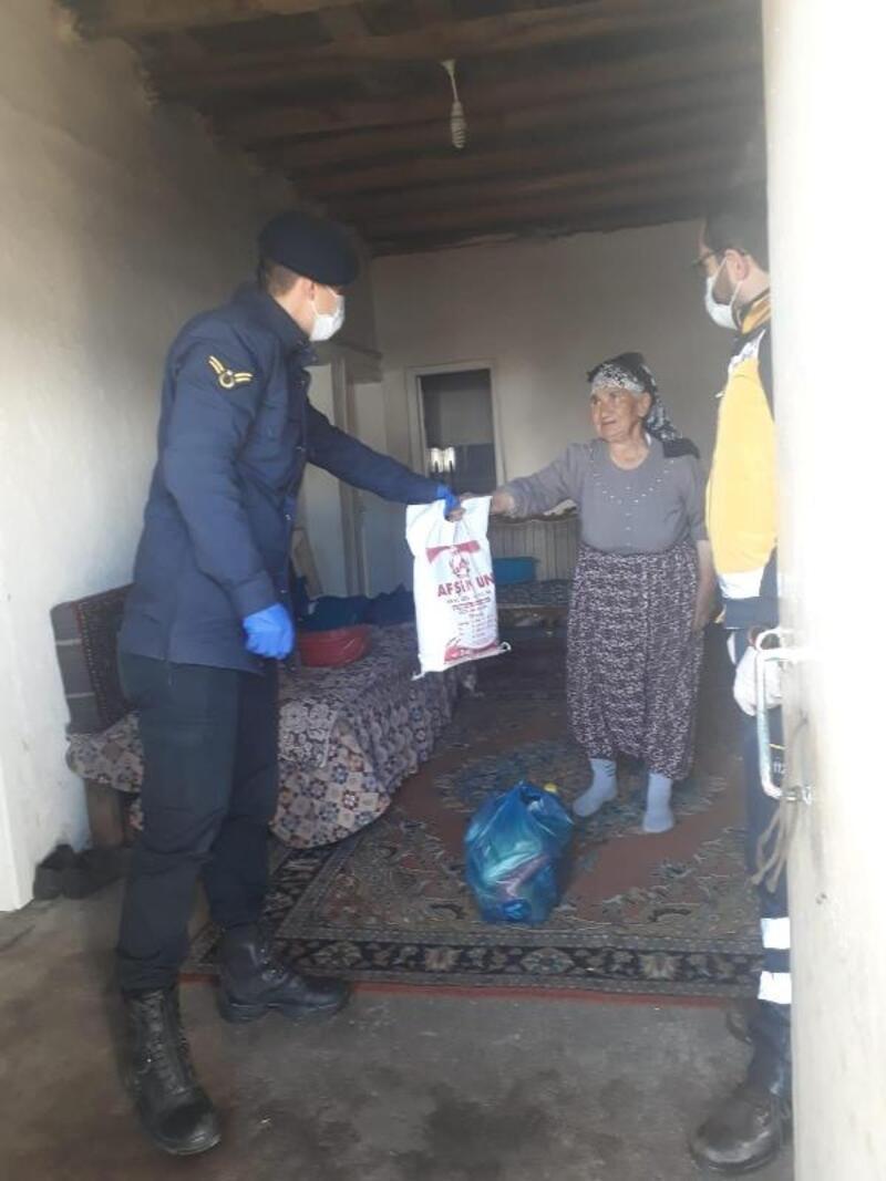 Jandarmadan 65 yaş üzeri vatandaşlara yardım