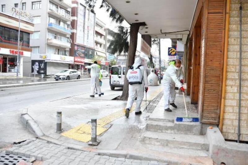 Narlıdere'de sokaklar dezenfekte edildi