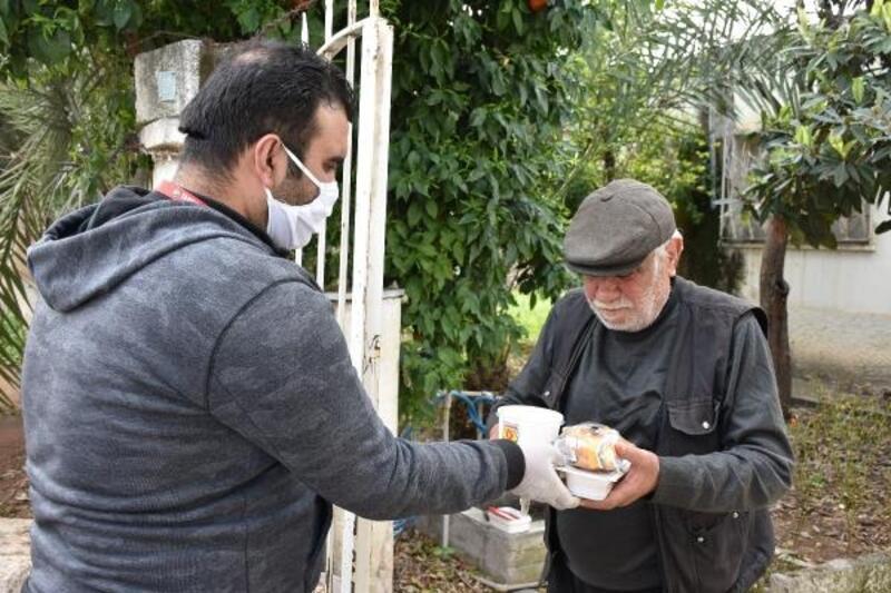 Yalnız yaşayan 65 yaş üstü vatandaşlara sıcak yemek desteği