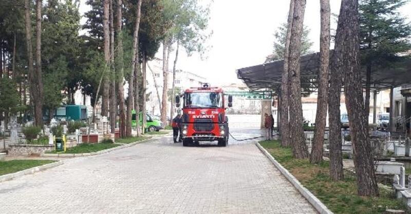 Bucak'ta mezarlıklara dezenfekte