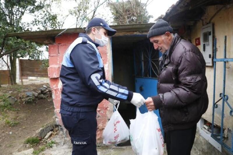 Sultangazi Belediyesi, 65 yaş ve üstü komşularına sıcak yemek dağıtıyor