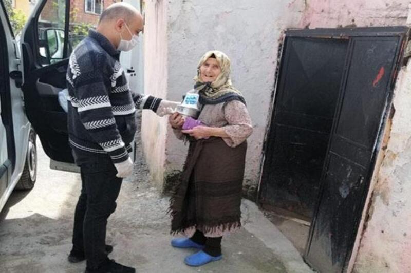 Akdeniz'de 65 yaş üzeri vatandaşlara sıcak yemek