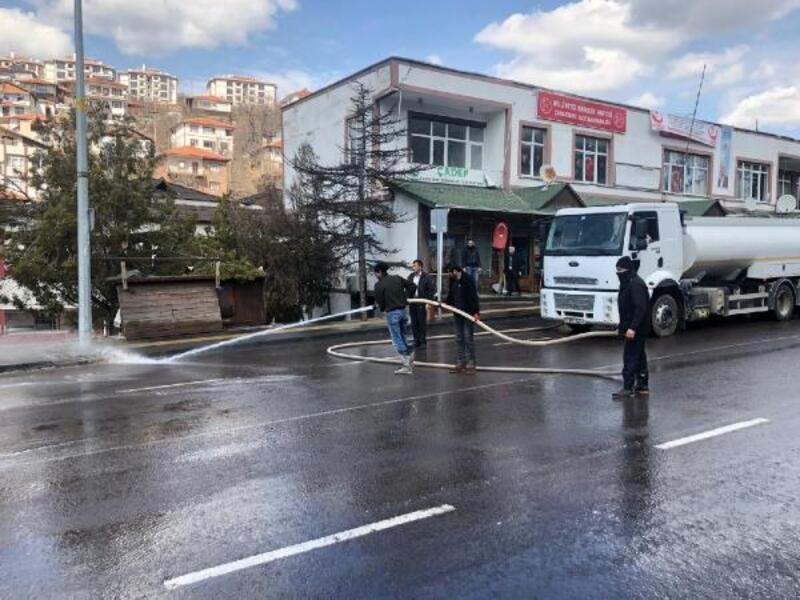 Çamlıdere'de caddeler dezenfektan ile yıkandı