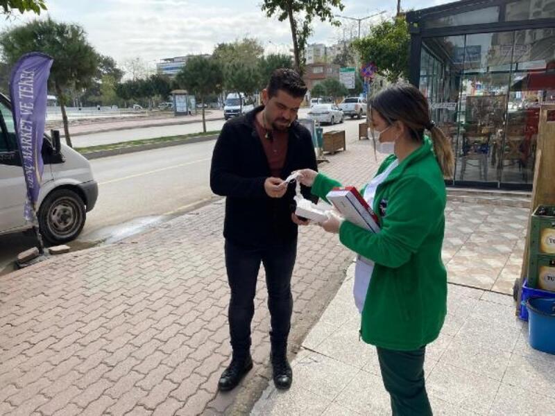 Ceyhan Belediyesi 'derman ekipleri' maske ve eldiven dağıttı