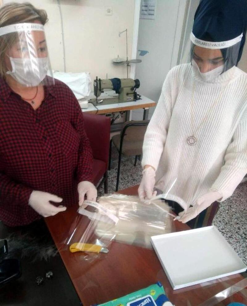 Kırklareli'de asetatlı maske yapımına başlandı