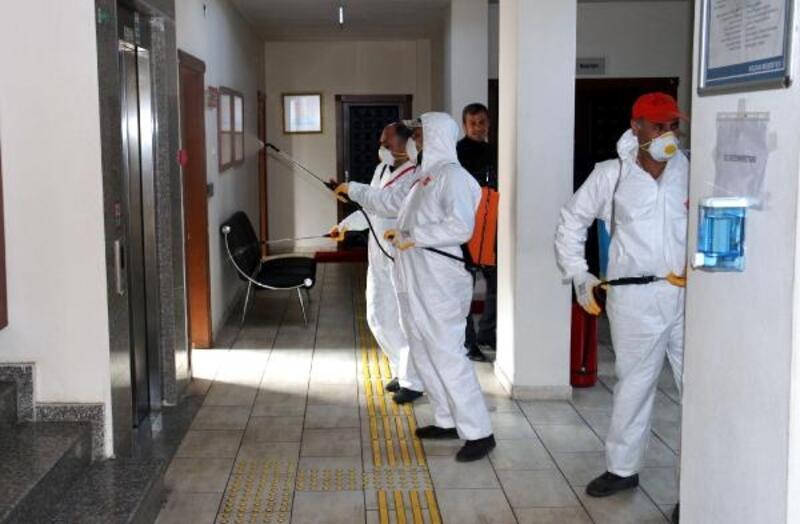 Kozan'da koronavirüse karşı dezenfekte çalışmaları sürüyor