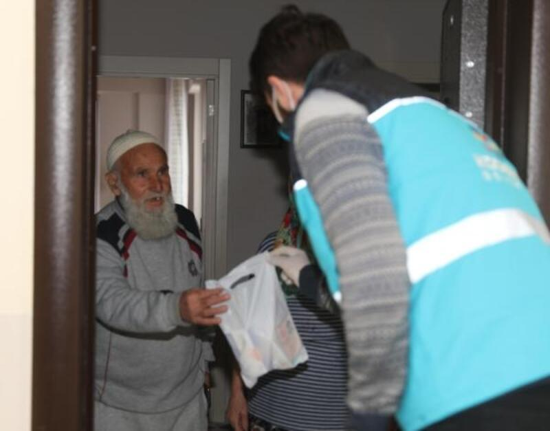 Kocasinan Belediyesi'nden sokağa çıkma yasağı bulunanlara yardım