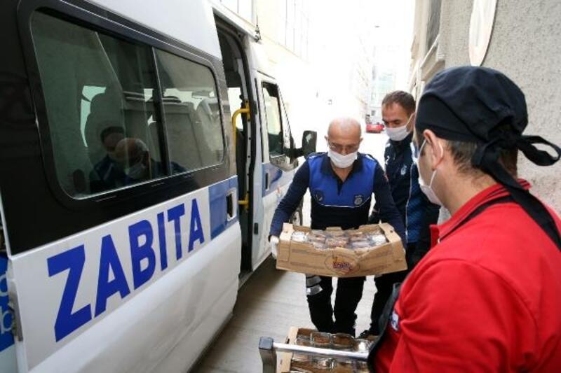 Başkan Eroğlu'dansağlık çalışanlarına tatlı ikramı