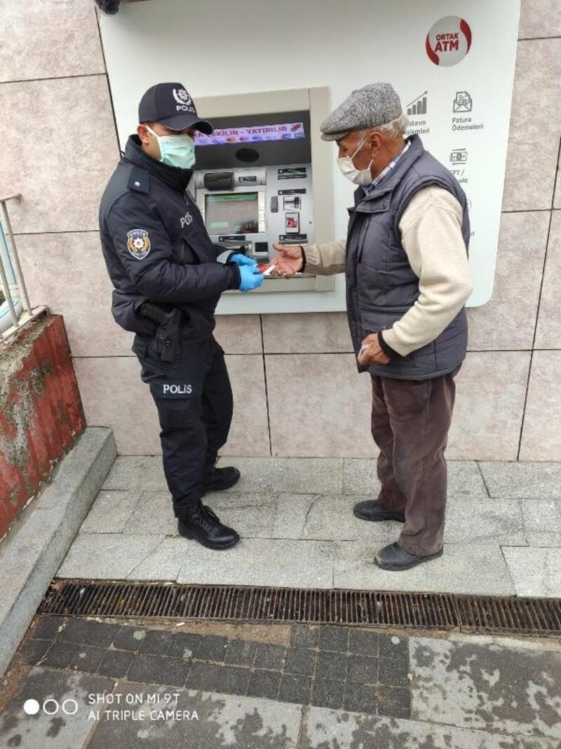 Polis ekiplerinden 65 yaş üzeri vatandaşlara yardım