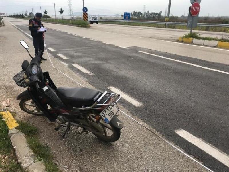 Motosikletten düşüp yaralandı