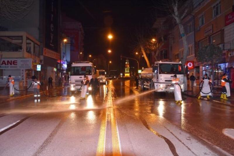 Malatya'da cadde ve sokaklar dezenfekte ediliyor