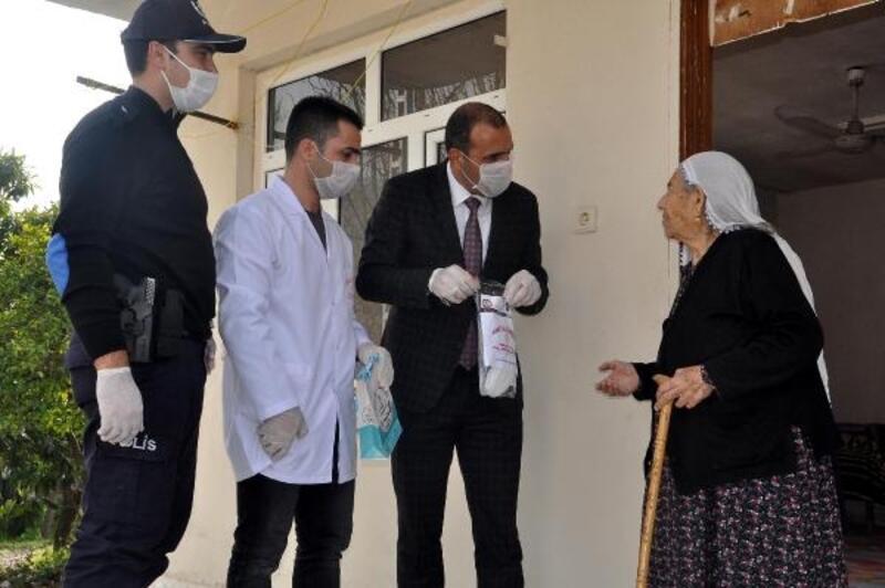 Osmaniye'de 65 yaş ve üstü vatandaşlara, maske ve dezenfektan dağıtıldı