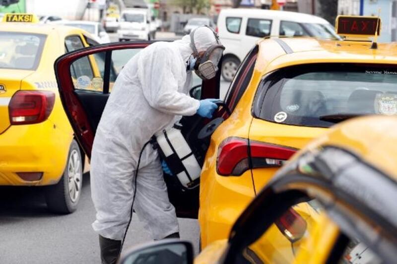 Kağıthane'de koronavirüs tedbirleri kapsamında taksiler dezenfekte edildi