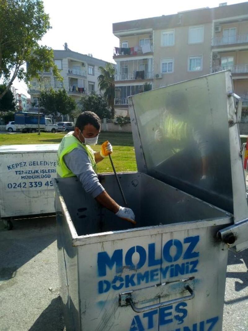 Kepez'de çöp konteynerleri dezenfekte ediliyor