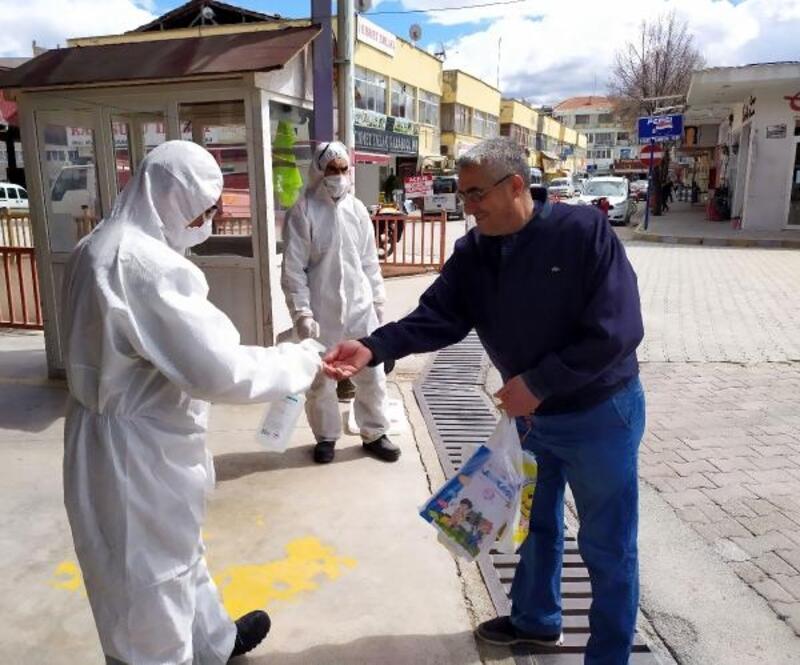 Pazar girişinde koronavirüs önlemi