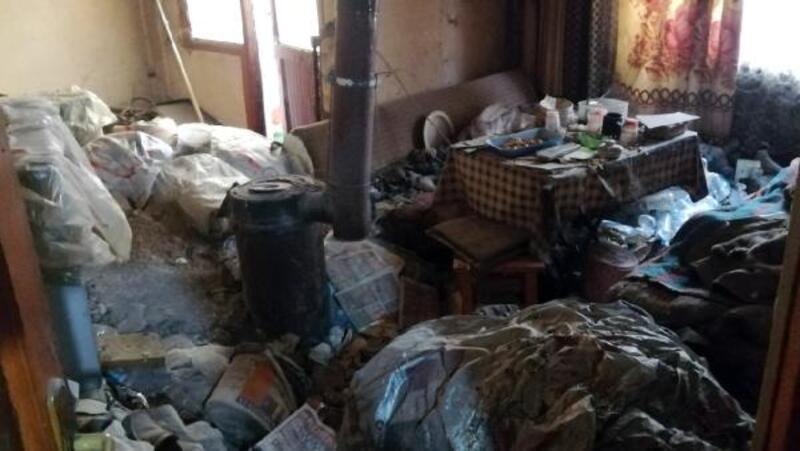 Çorlu'da çöp ev belediye tarafından temizlendi