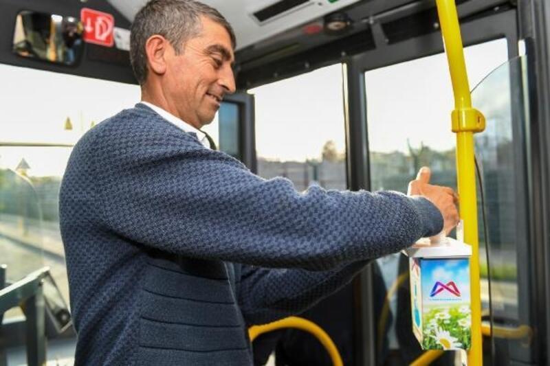 Otobüslere el dezenfektanı konuldu