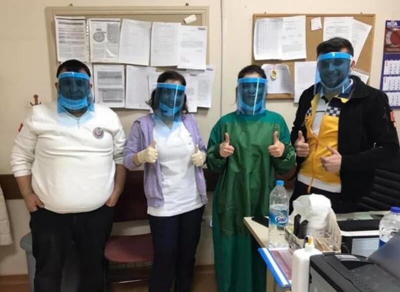 Hastane personeli kendi maskesini üretti