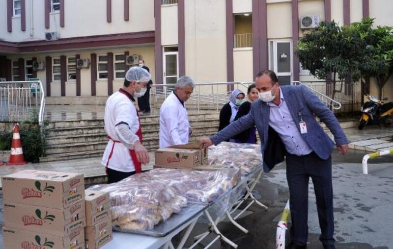Milletvekili Çokal'dan sağlık çalışanlarına kahvaltı