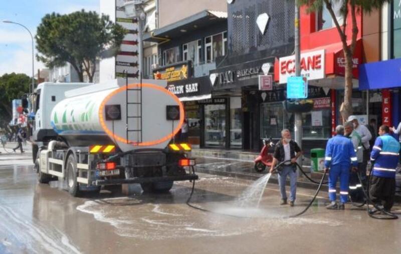 Serik'te cadde ve sokaklar dezenfekte edildi
