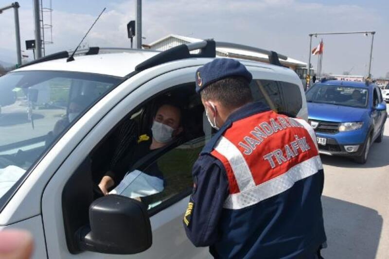 Jandarma, araç sürücülerini koronavirüs tedbirleri konusunda bilgilendirdi