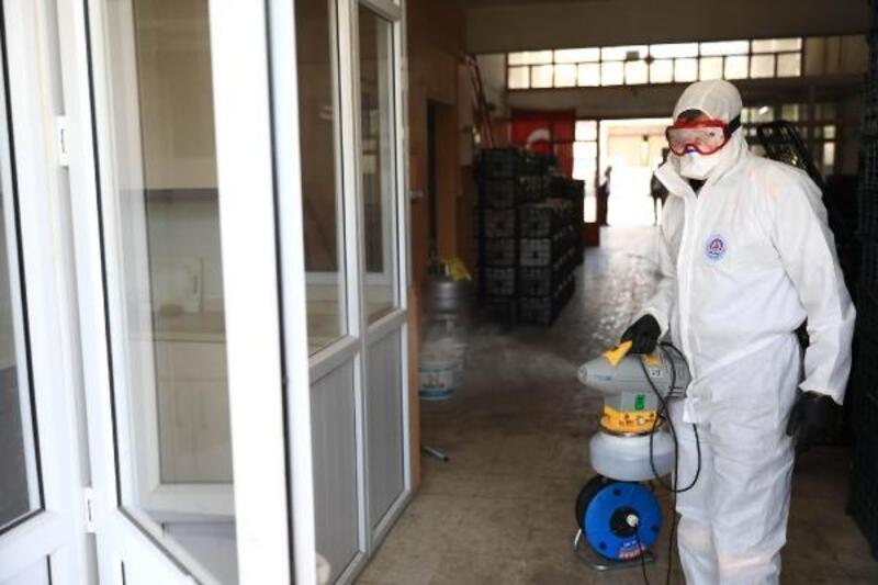Halde koronavirüs salgınına karşı dezenfeksiyon çalışması
