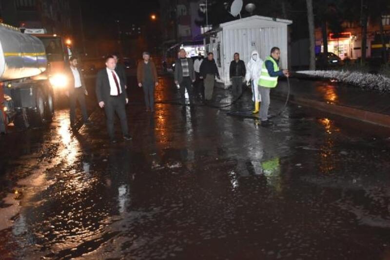 Bağlar'daki caddeler dezenfekte edildi