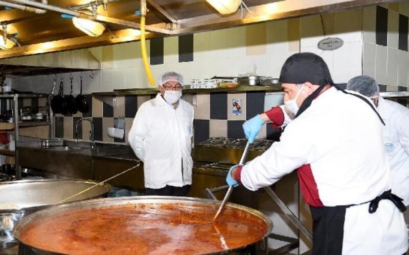 Seyhan'da yemekler 'Vefa' için pişiyor