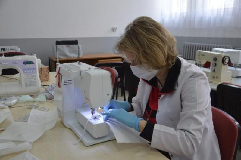 Orhangazi Halk Eğitim Merkezi'nde maske üretimi