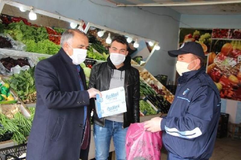 Karlıova Belediyesi'nden ücretsiz maske dağıtımı