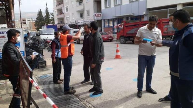 Mut'ta pazar yerinde ateş ve maske önlemi