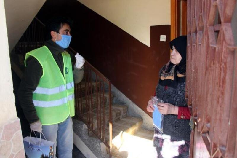 Gerede'de 100 bin maske dağıtıldı