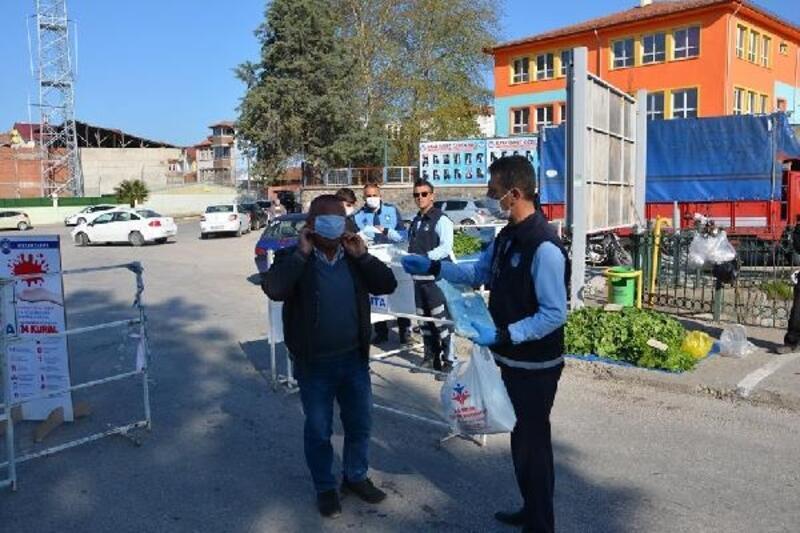 Niksar'da esnaf ve vatandaşlara koruyucu maske dağıtıldı