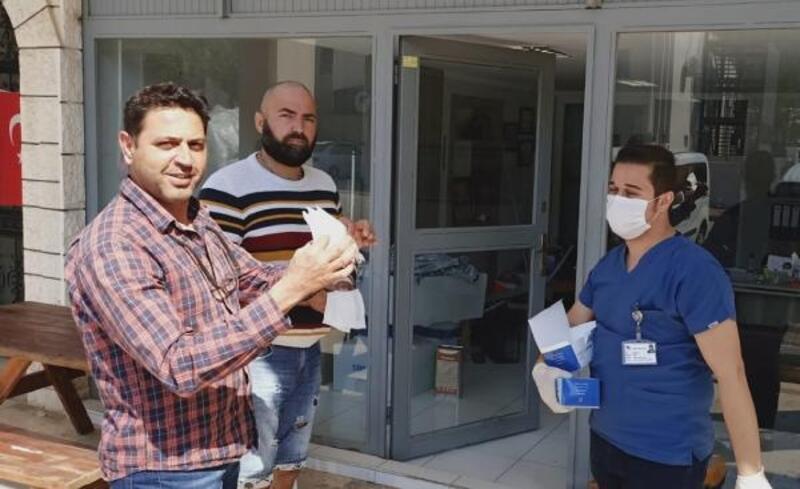 Kemer'de ücretsiz maske dağıtımı