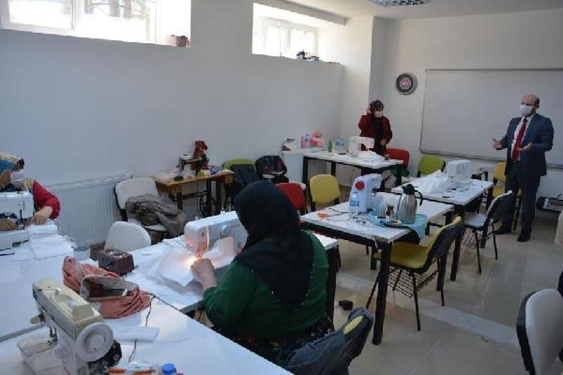 Başkan Özcan, maske dikim çalışmalarını yerinde inceledi