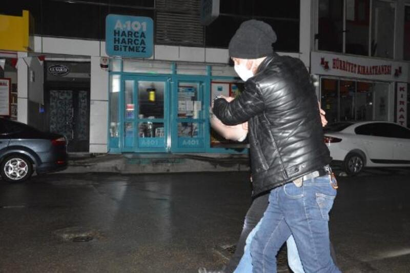 Polisi görünce kendini tabancayla lokantaya kilitledi