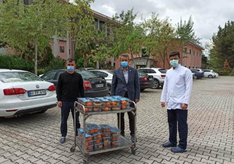 Yurtlarda kalan sağlık çalışanlarına moral ziyareti