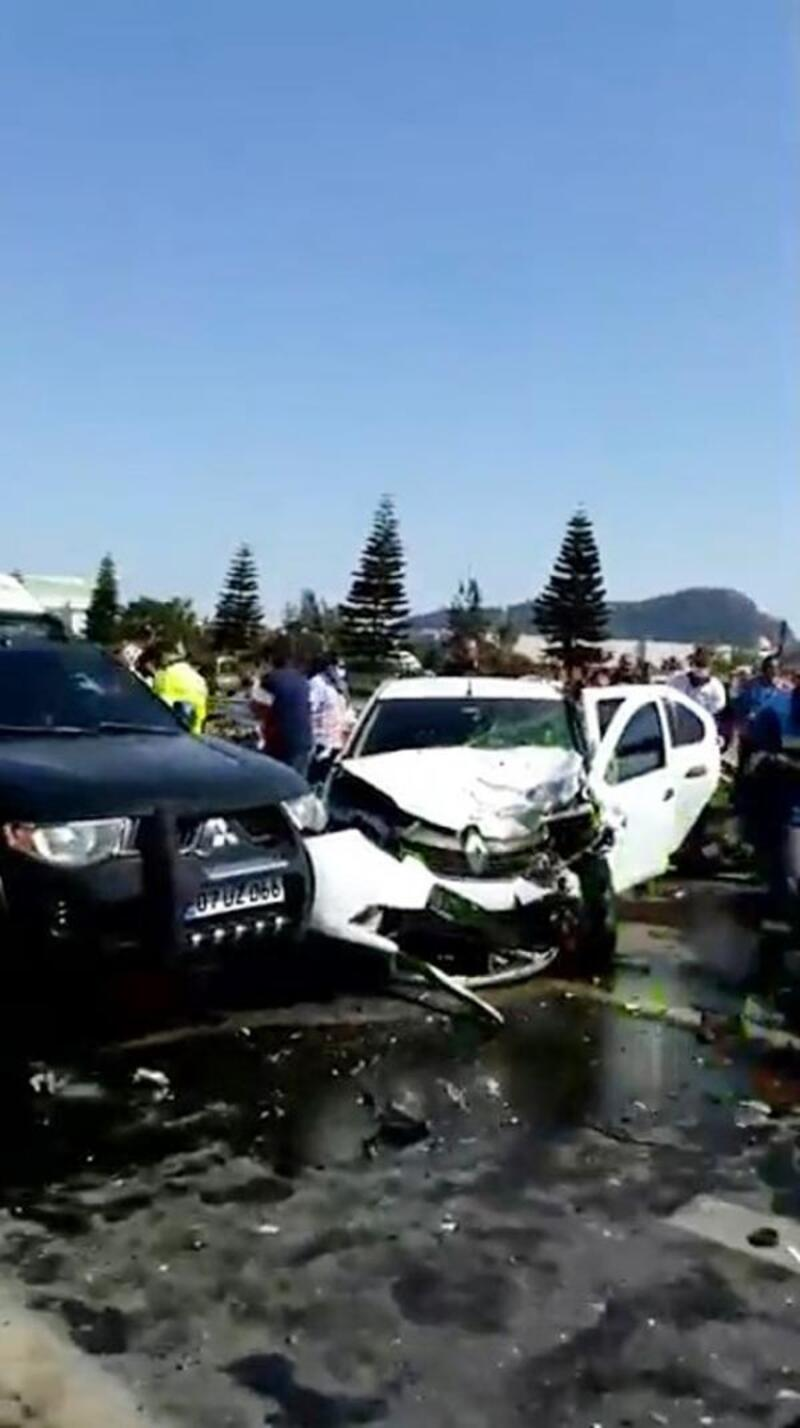 Alanya'da zincirleme kaza: 1'i ağır, 2 yaralı