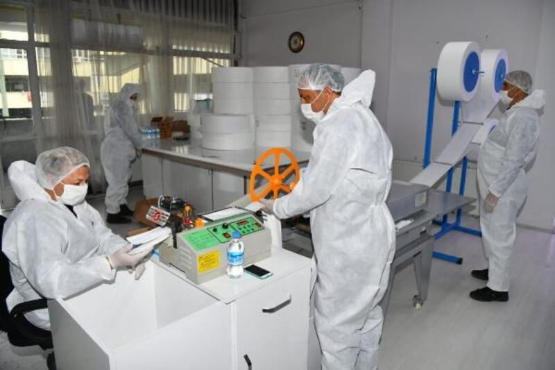 Isparta'da günde 20 bin maske üretiliyor