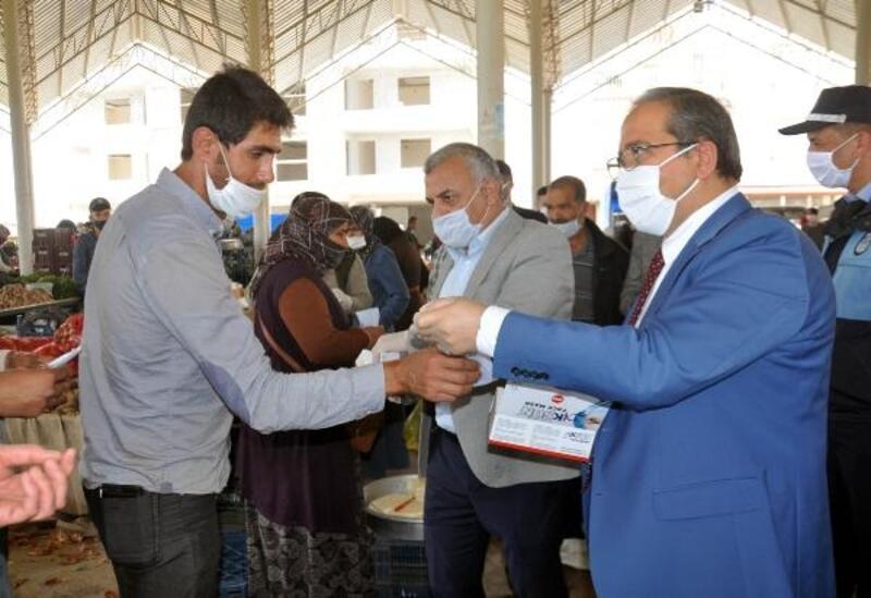 Reyhanlı'da 8 bin 400 adet maske dağıtıldı