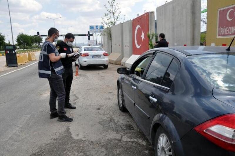 Reyhanlı'da polis giriş ve çıkışlarda kontrollerini sürdürüyor