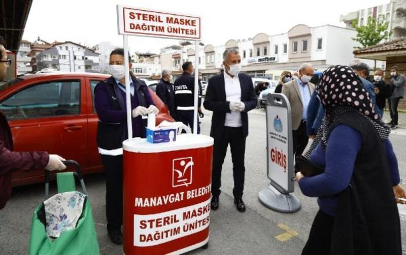 Manavgat Belediyesi 50 bin maske, 10 bin yardım paketi dağıttı