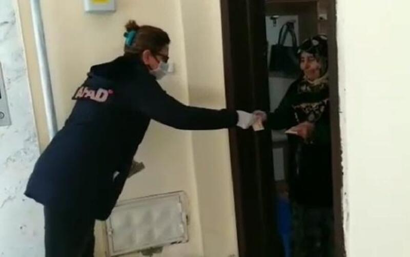Semiha Teyze 200 lira bağışlayarak destek oldu