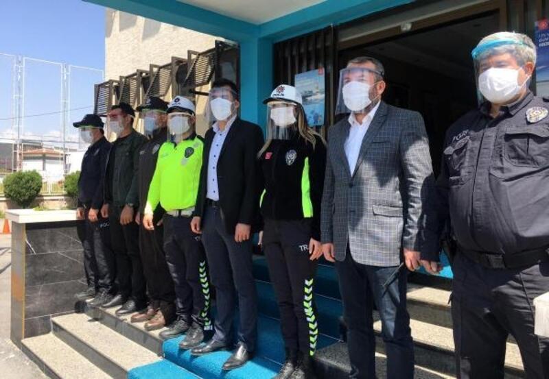Polise siperlik maske
