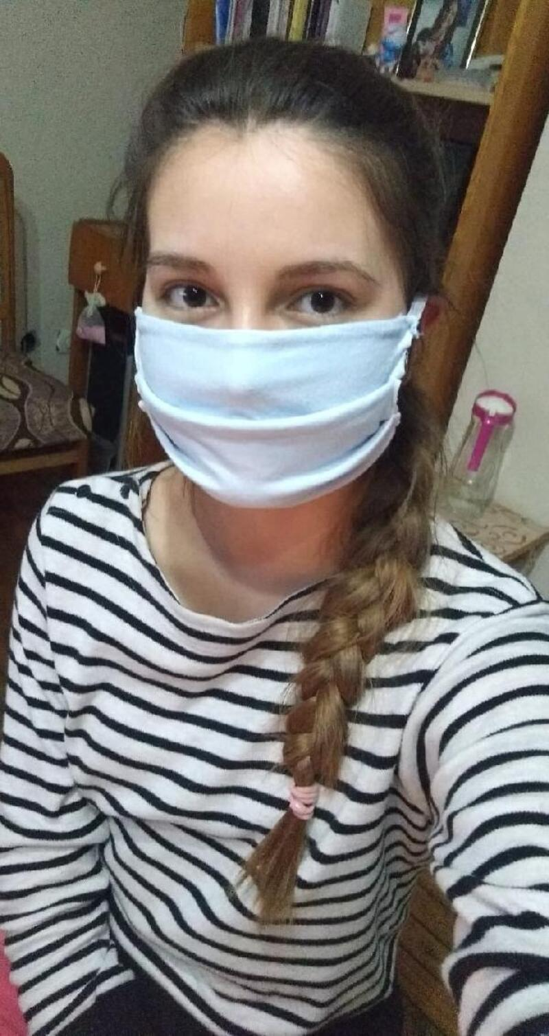 TÜ'de öğrenciler evde maske üretiyor