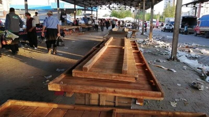 Kozan'da vatandaşlar pazarda ürün bırakmadı
