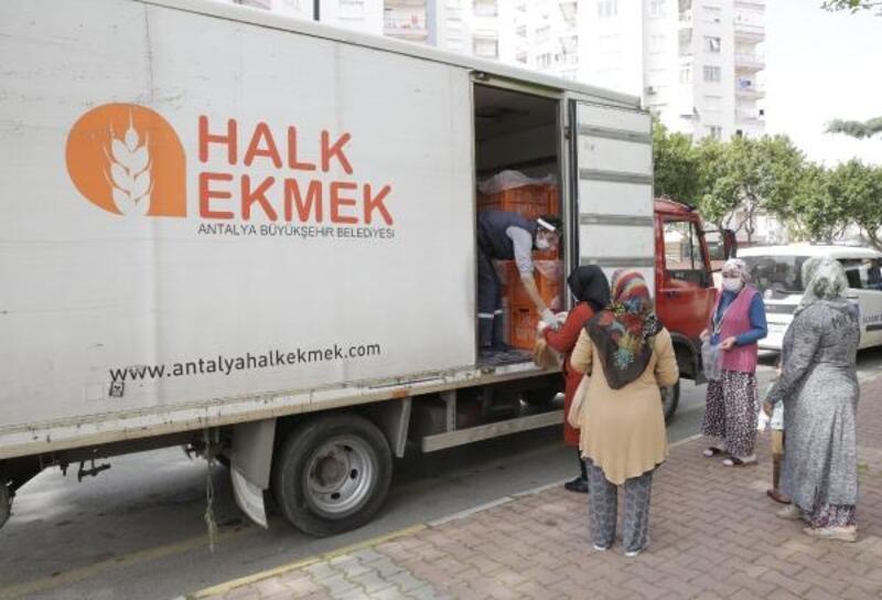 Büyükşehir, ücretsiz ekmek dağıtımına devam ediyor