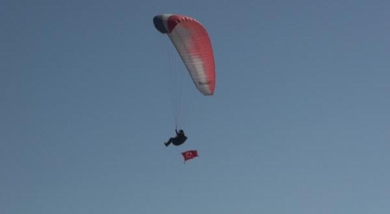 Yamaç paraşütü 'evde kal' çağrısı yaptılar