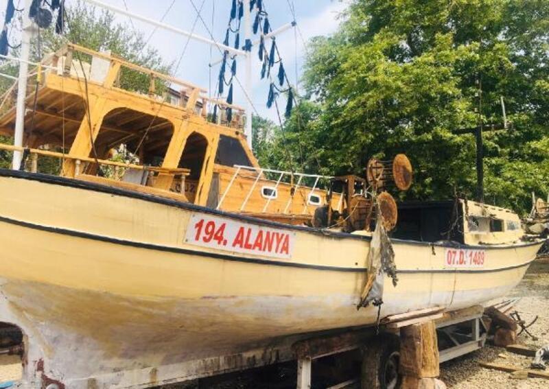 Bakıma alınan tekne yandı
